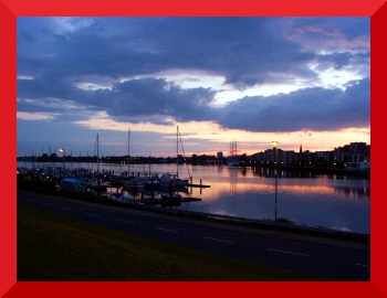 [Photo of Wilhelmshaven with a red frame]